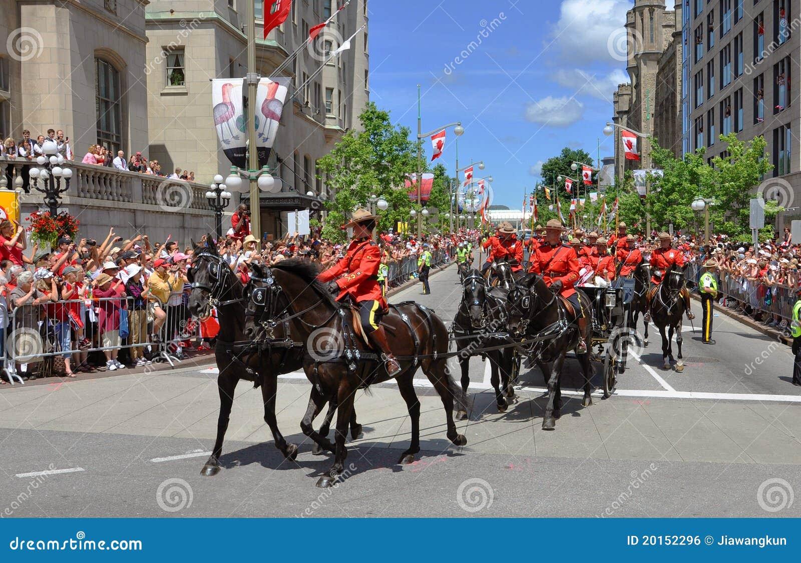 加拿大日渥太华rcmp骑马