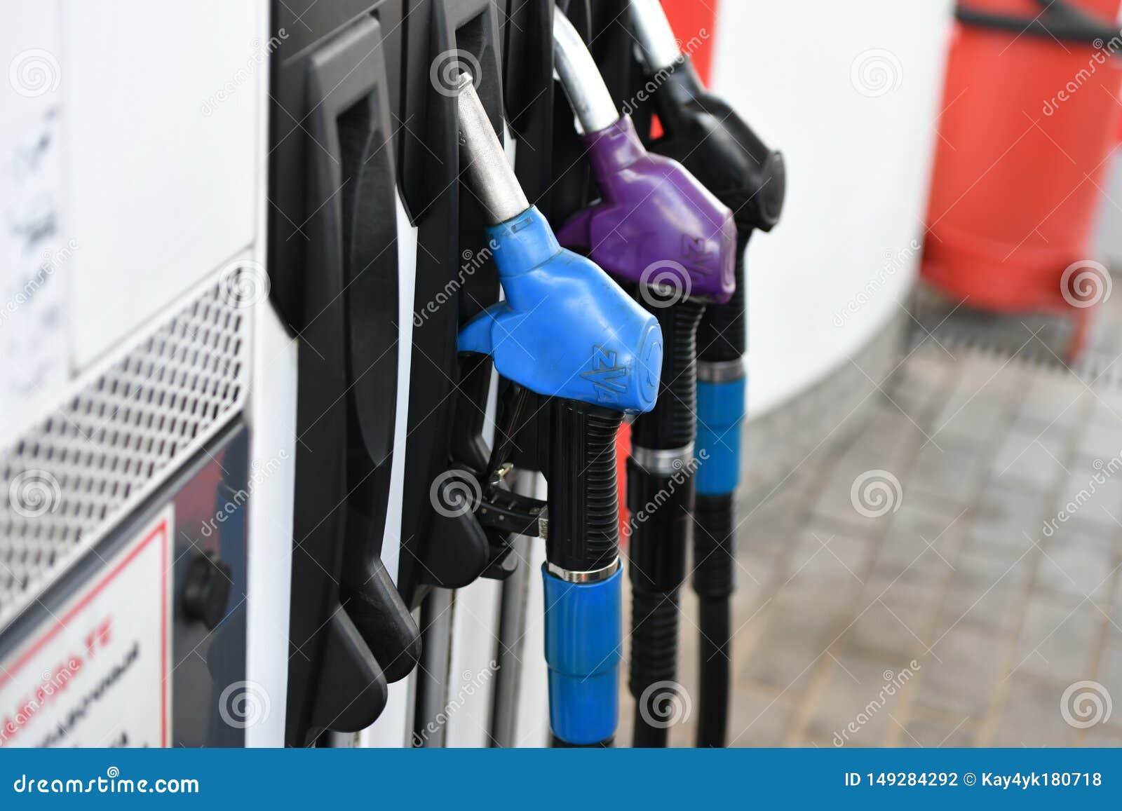 加油的不同颜色 枪气体不同颜色的加油站