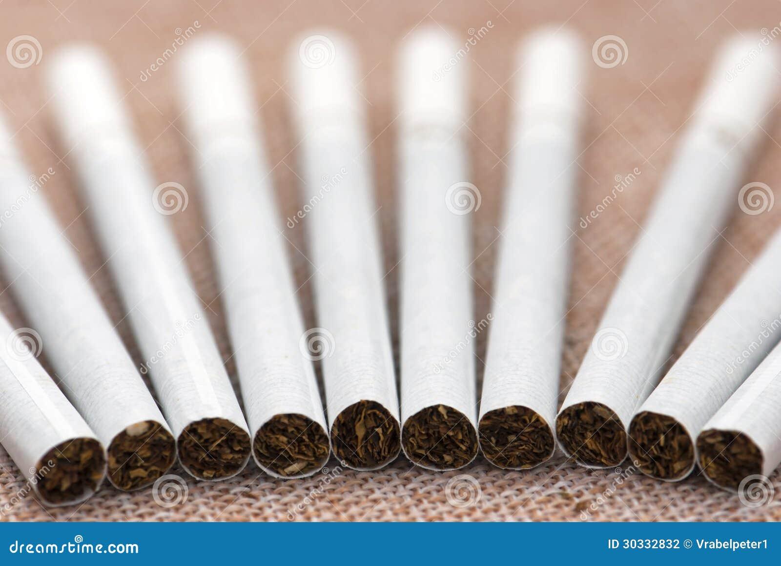 更加白色的香烟