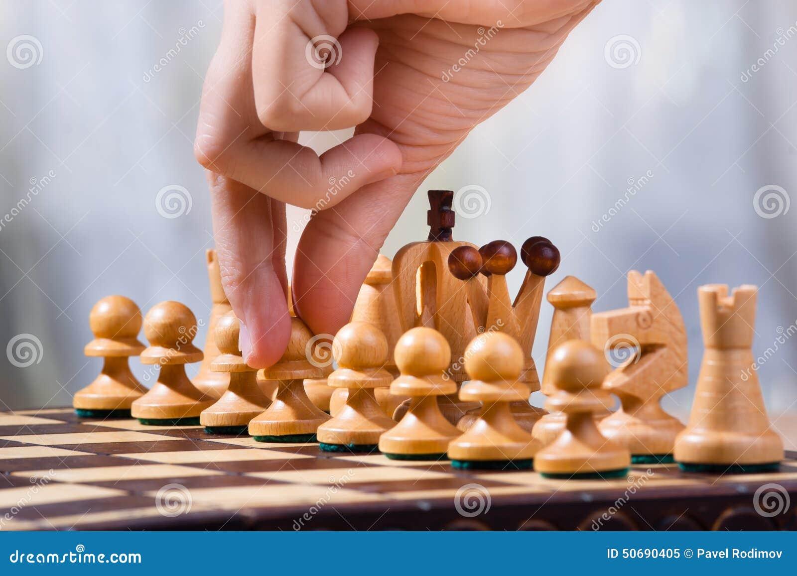 Download 移动典当 库存图片. 图片 包括有 移动, 休闲, 风险, 对象, 概念, 骑士, 棋枰, 决策, 女王 - 50690405