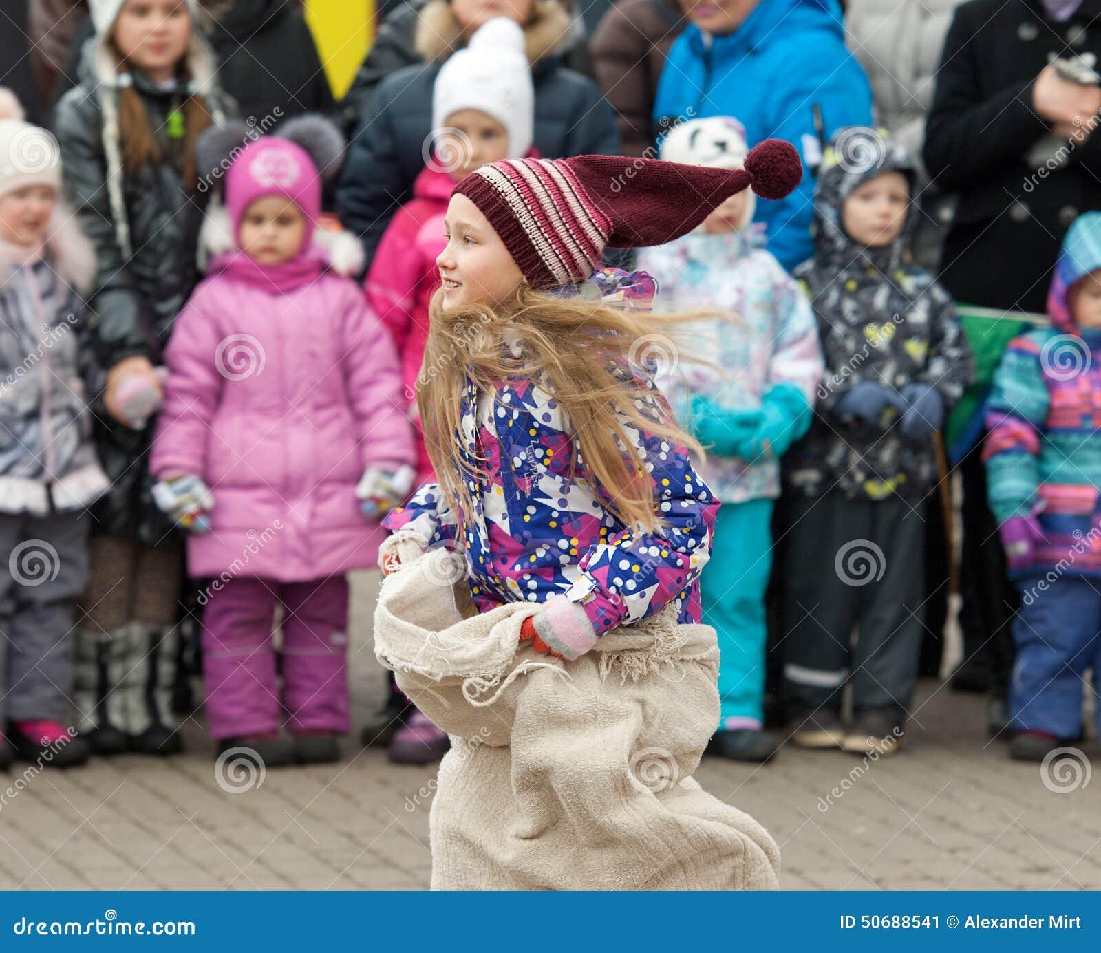 Download 活动好处在哪里是竞争的挑战可能集中女孩目标图象刺激运行出售服务情形成功的人产品使用 编辑类照片 - 图片 包括有 中心, 节假日: 50688541