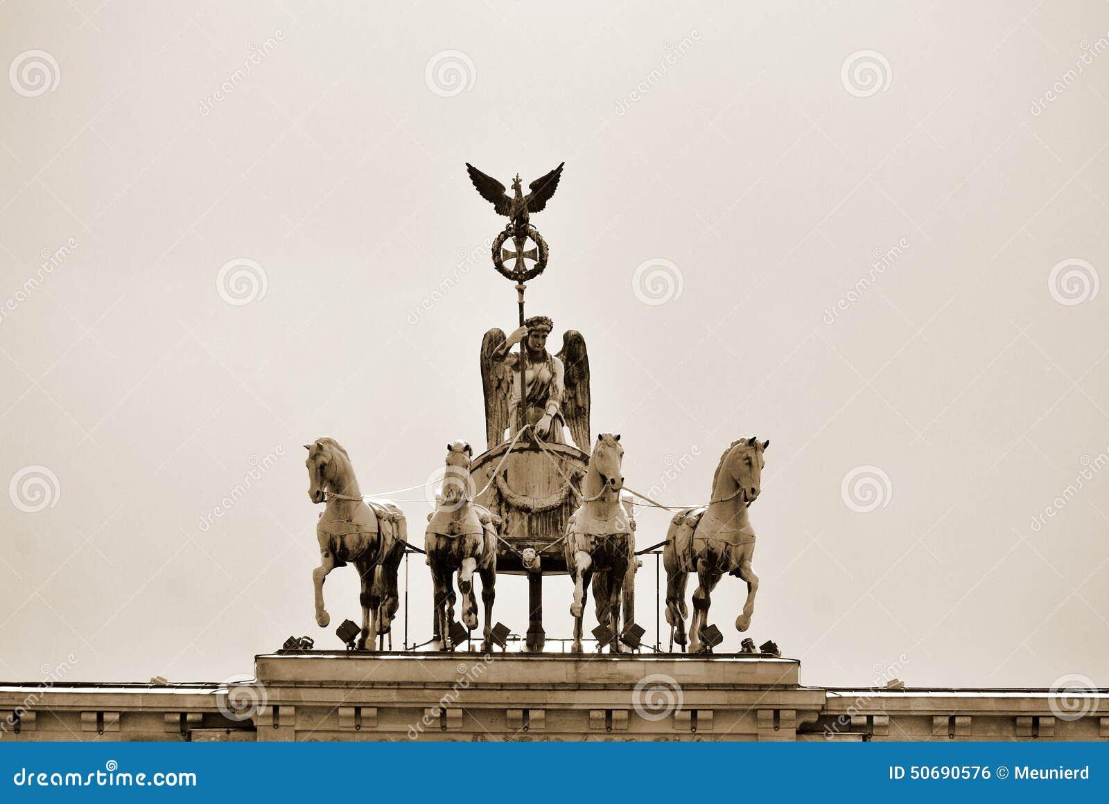 Download 勃兰登堡门 编辑类照片. 图片 包括有 自由, 游行, 委任, 可以, 国王, 仪式, 亚马逊, 条板, 标志 - 50690576