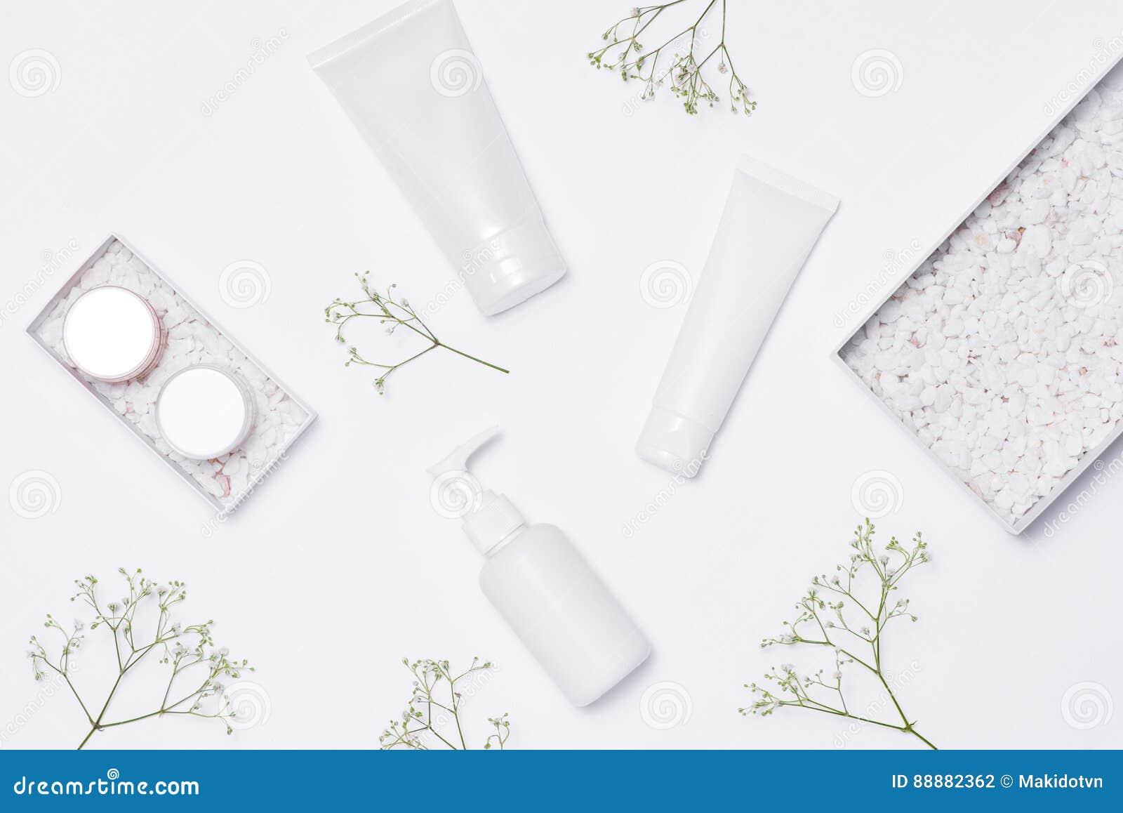 化妆用品温泉烙记的大模型,顶视图,在白色背景