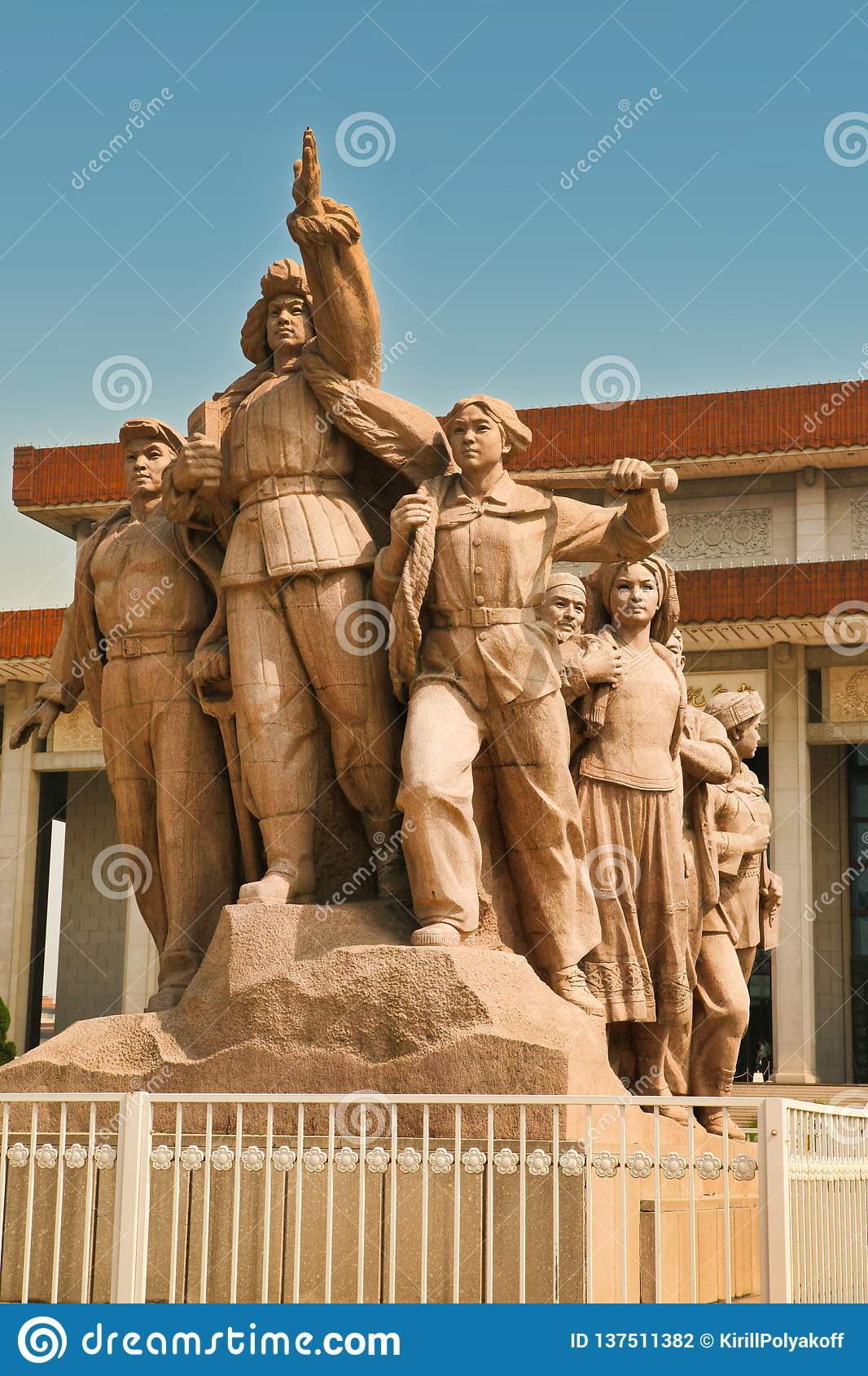 北京中国06 06 2018年在毛的陵墓前面的纪念碑天安门广场的