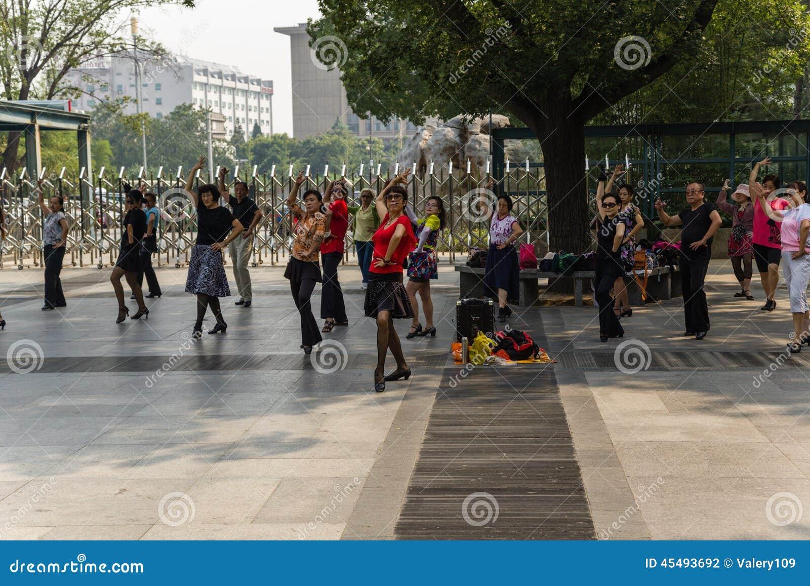 北京 西班牙跳舞作为一种健康生活方式在中国