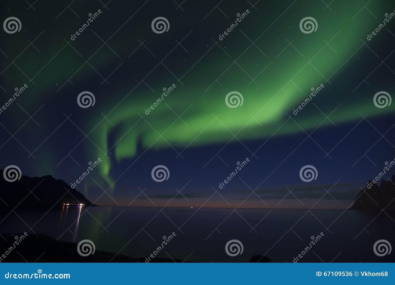 北极光或极光