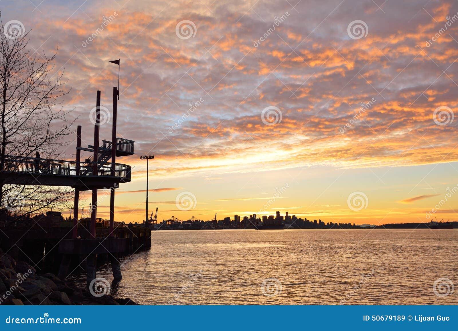 Download 北温哥华区Harbourview公园日落 库存图片. 图片 包括有 码头, 日落, 哥伦比亚, 海洋, 温哥华 - 50679189