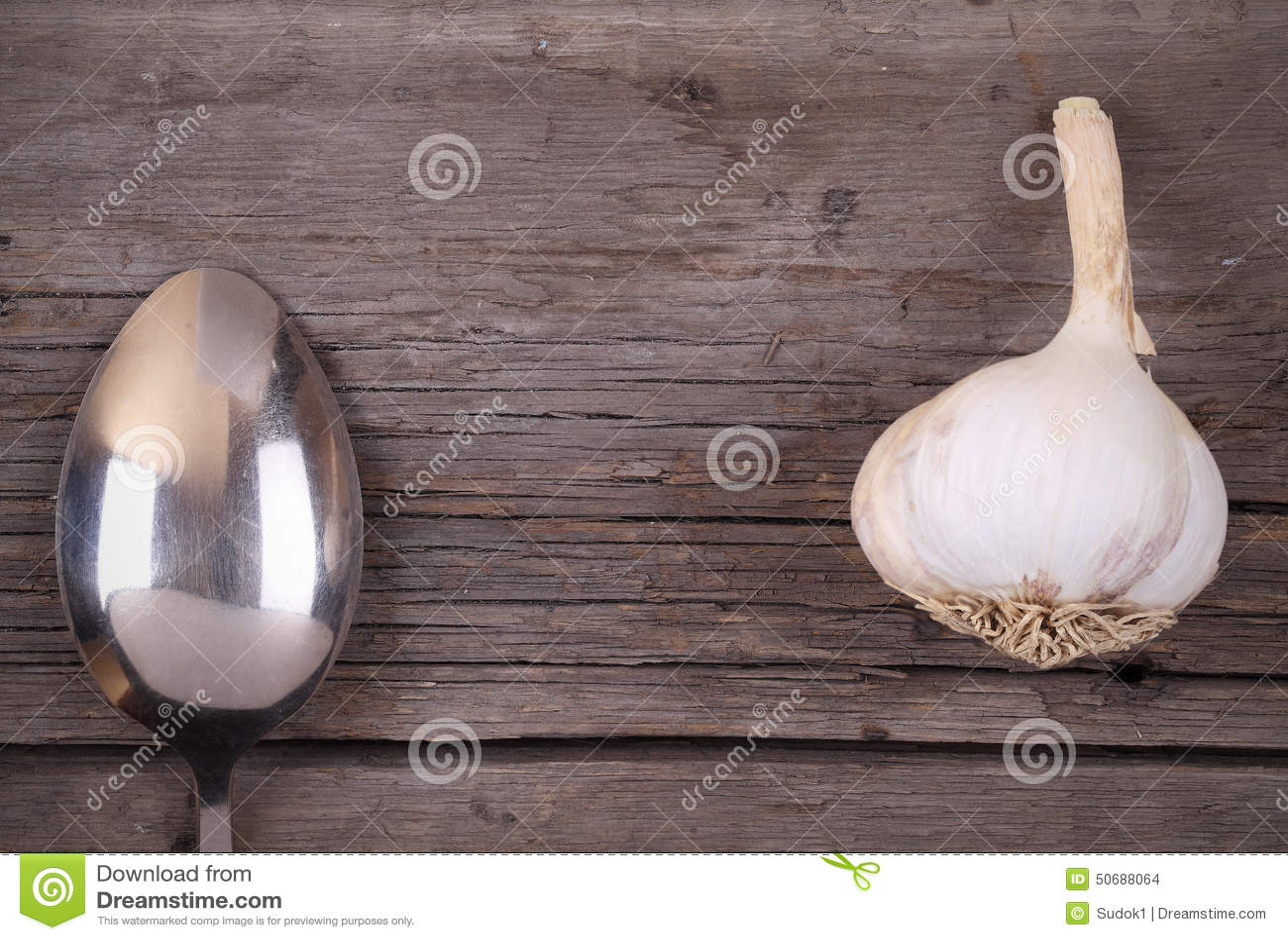 Download 匙子和大蒜在木背景 库存照片. 图片 包括有 菜单, ,并且, 成份, 文化, 背包徒步旅行者, 国内, 作用 - 50688064