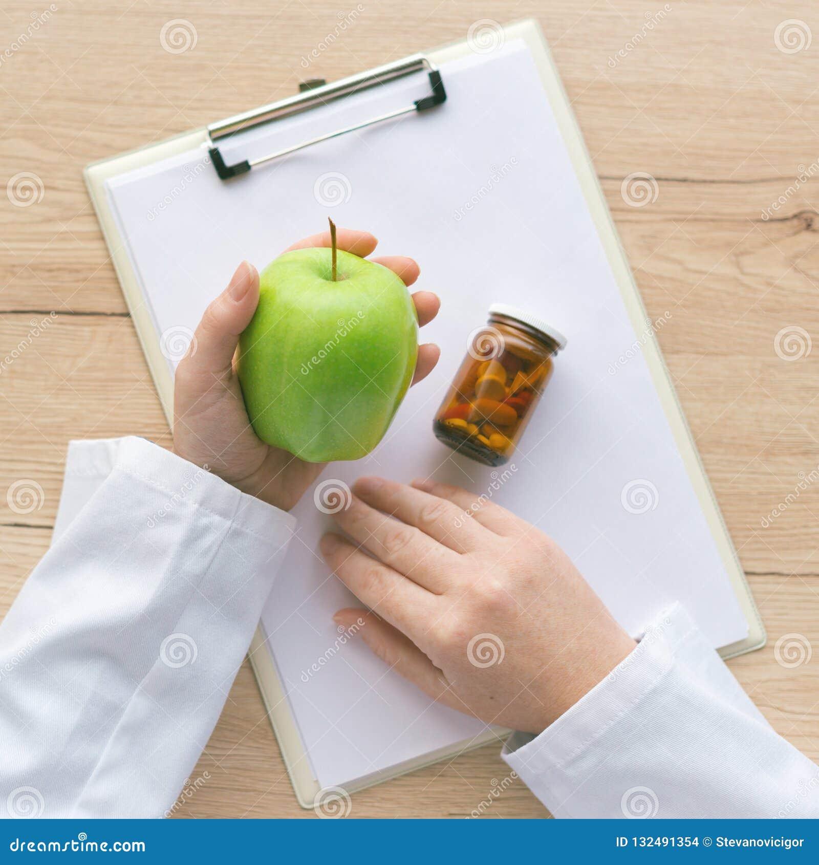 医生劝告苹果而不是药片和抗生素