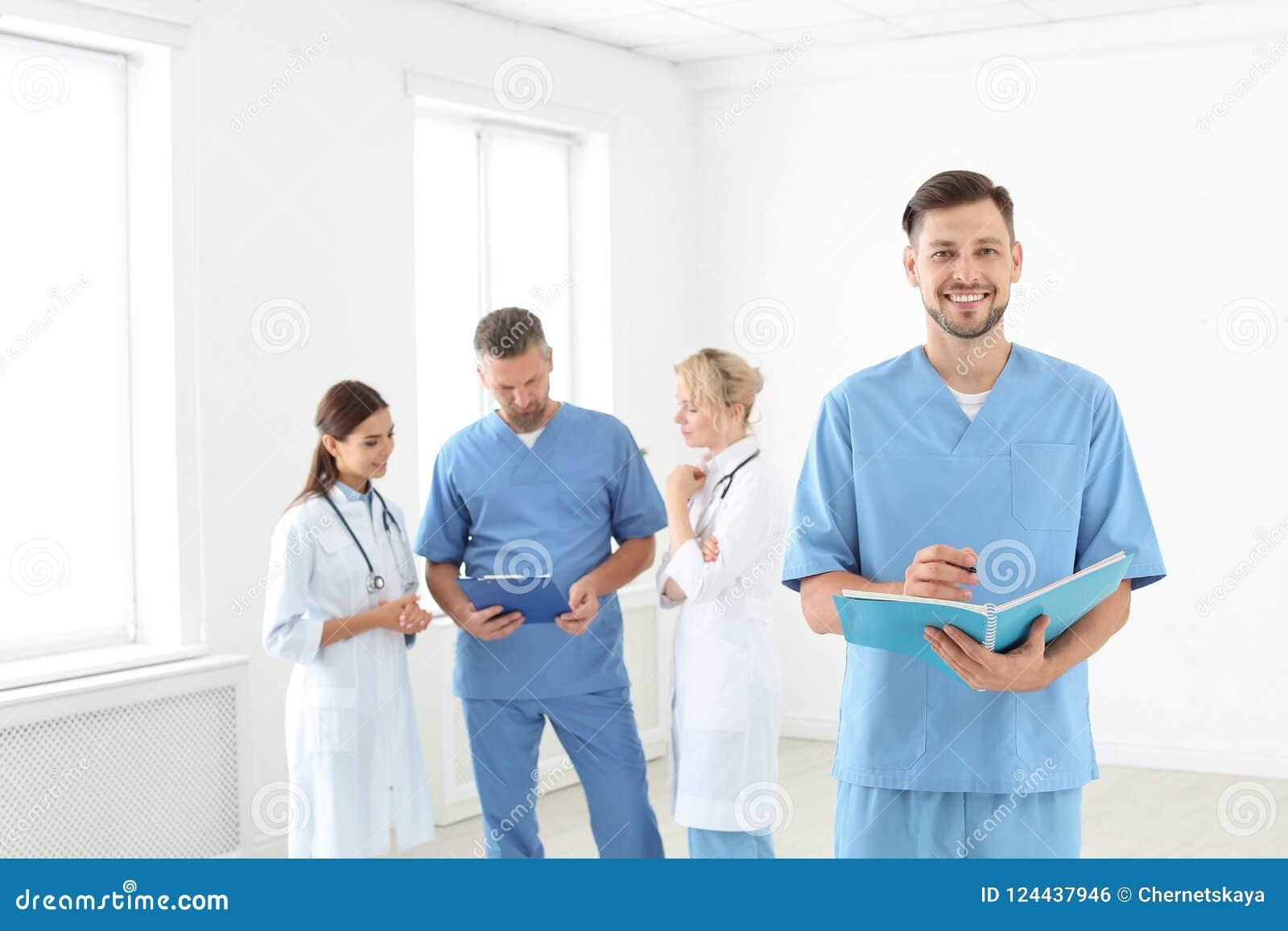 医生和医学助理诊所的