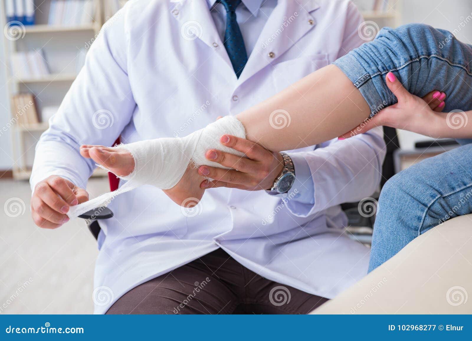 医生和患者在核对期间伤害的在医院