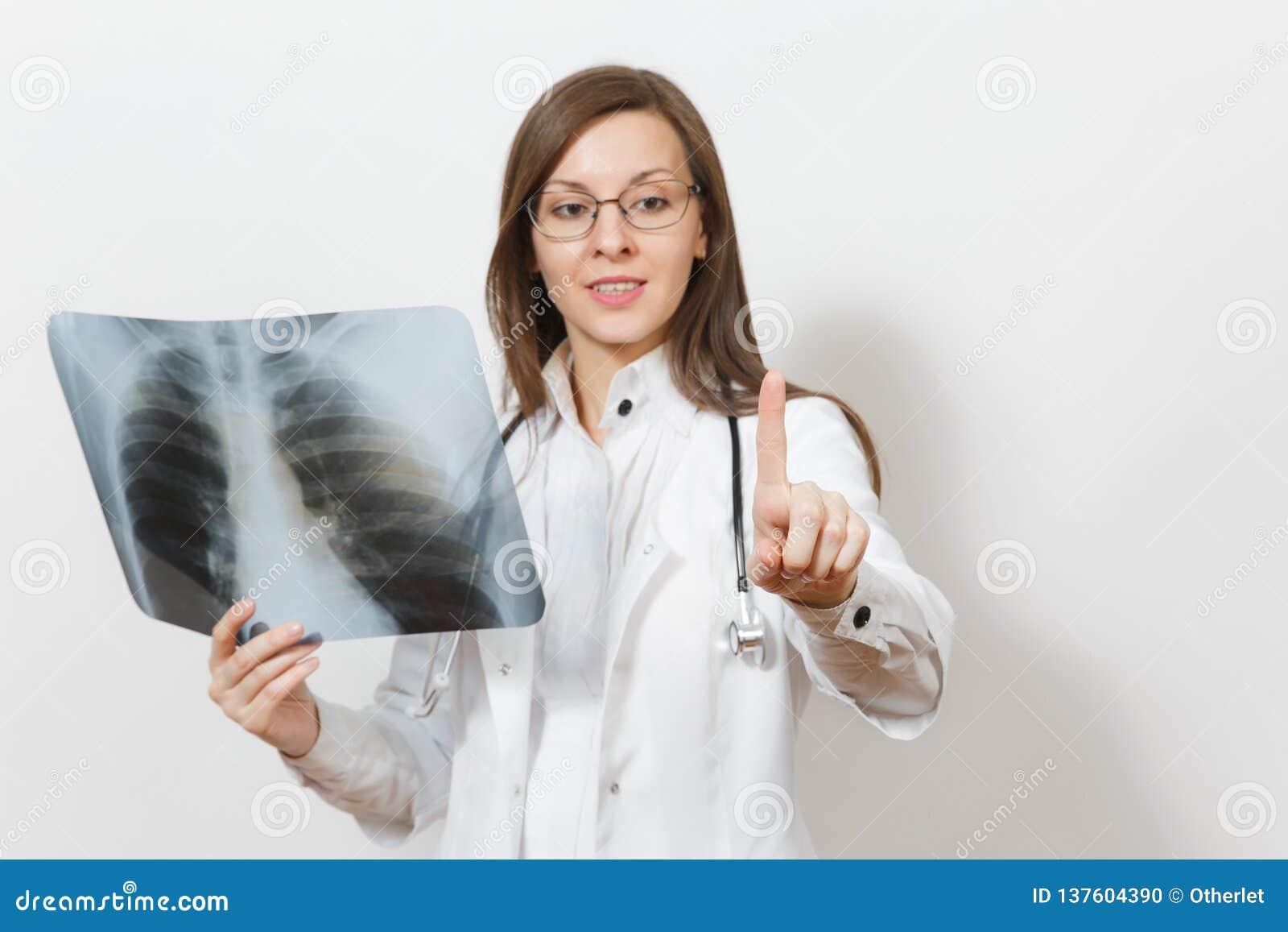 医生妇女接触某事象在按钮上,在白色背景隔绝的肺fluorography伦X-射线的点击 女性