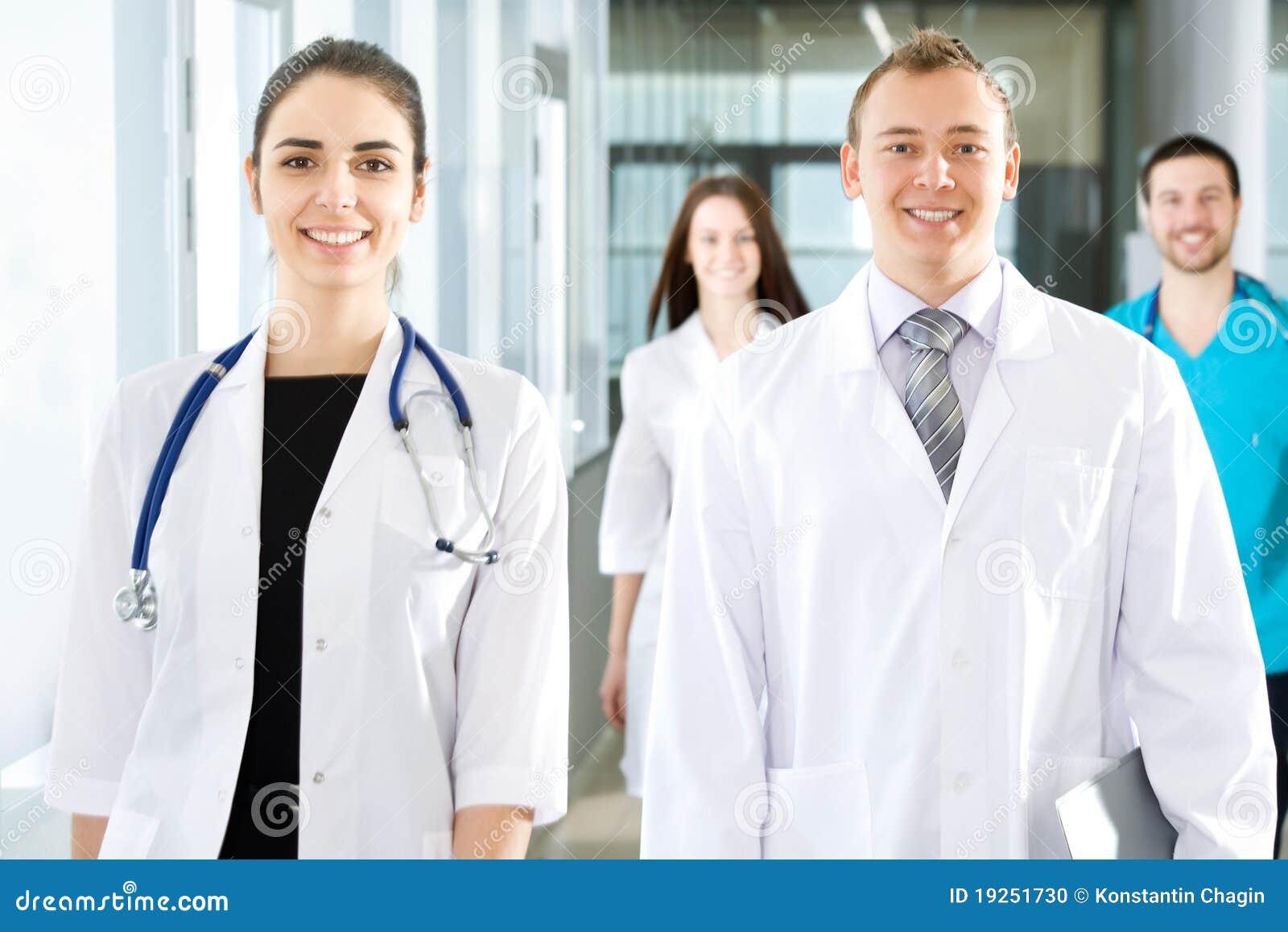 走廊医生去医院现代年轻人.
