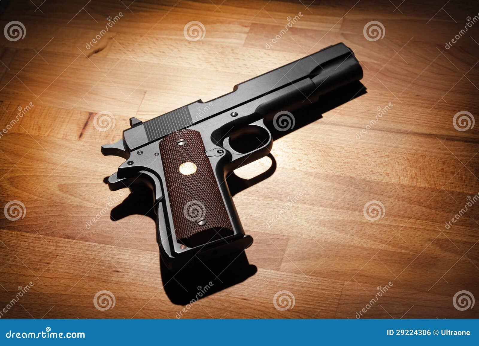 半自动.45口径手枪