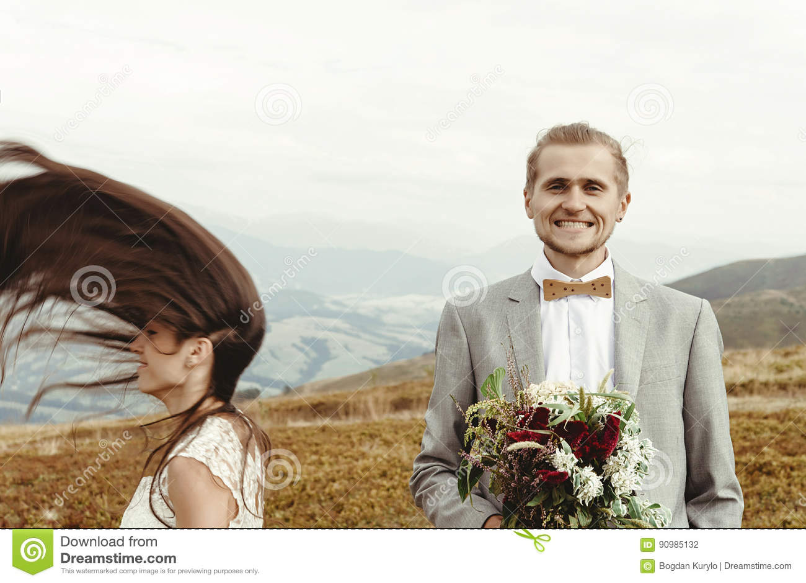 华美的获得新娘和时髦的新郎乐趣, boho婚礼, luxu