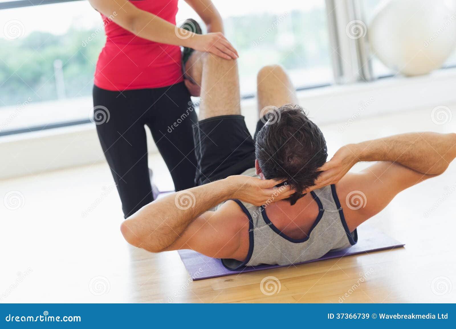 好想人要摸_在健身房被教练摸出水了