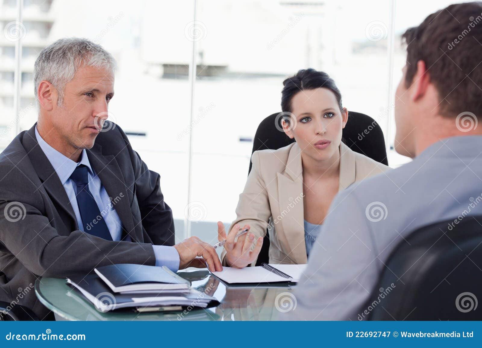 协商与客户的企业小组