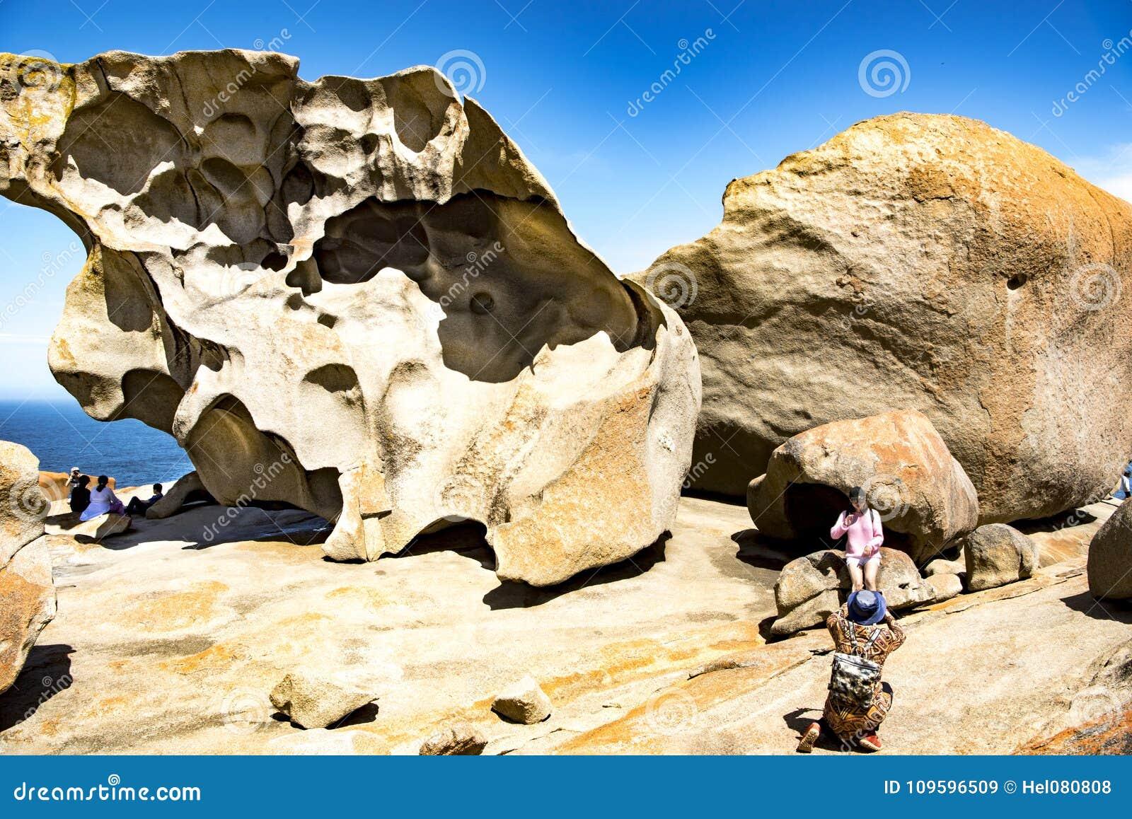 卓越的岩石,为卓越的岩石,坎加鲁岛,澳大利亚照相的人们