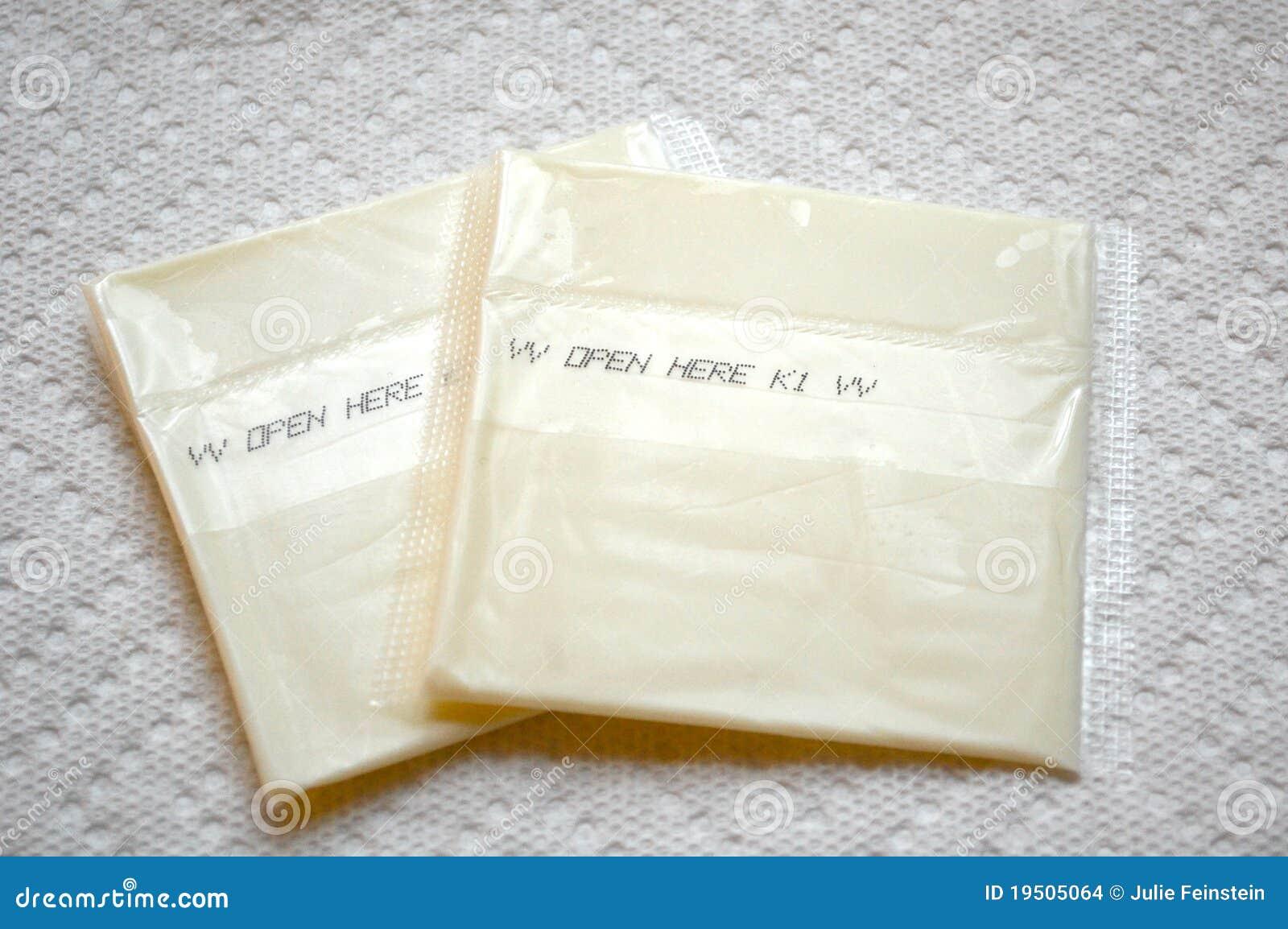 单个被处理被包裹的干酪食物