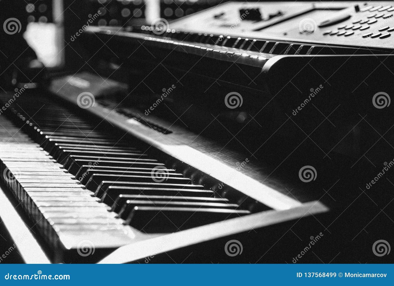 单色键盘在瞥见的焦点