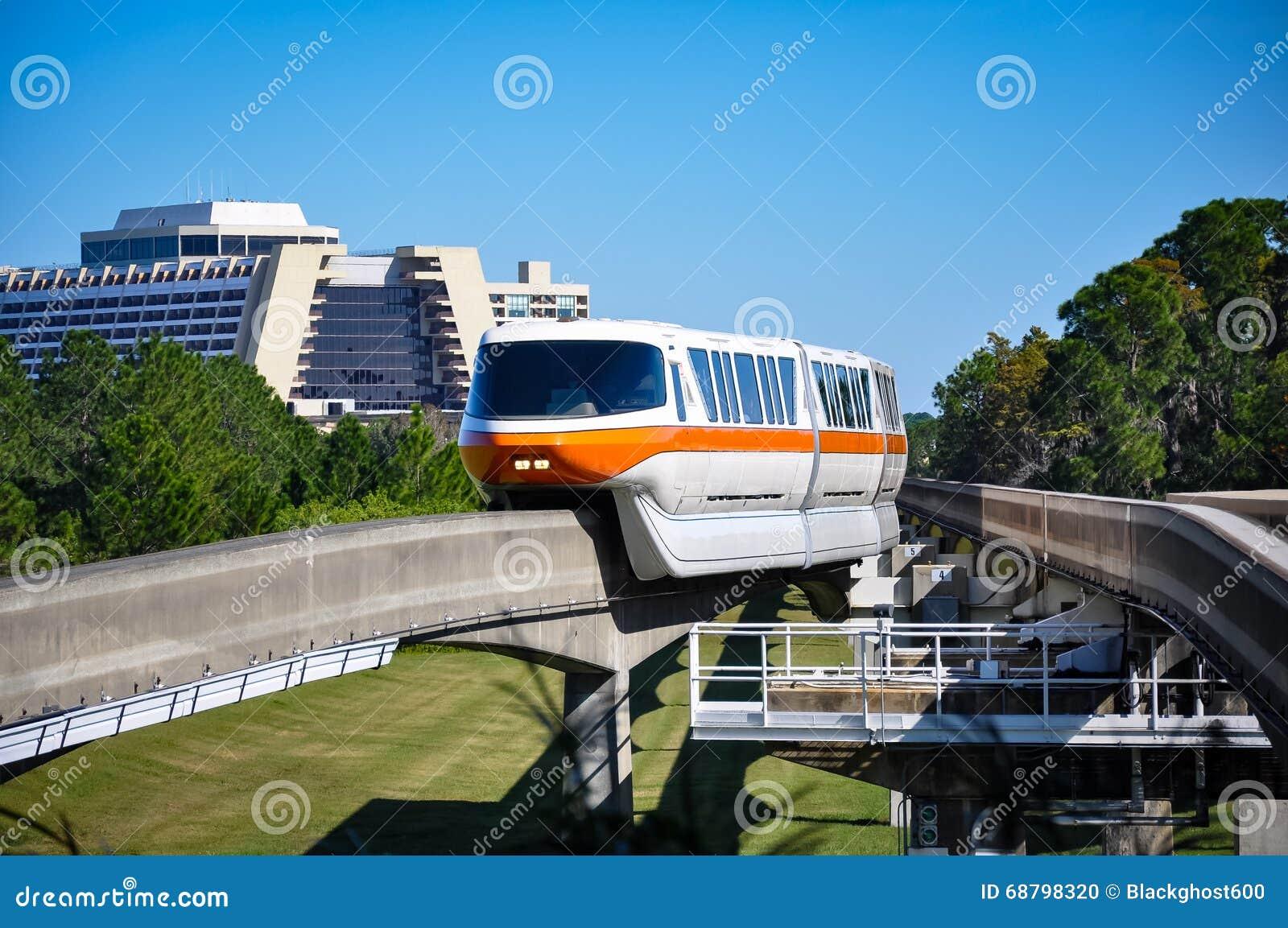 单轨铁路车和当代手段在迪斯尼世界