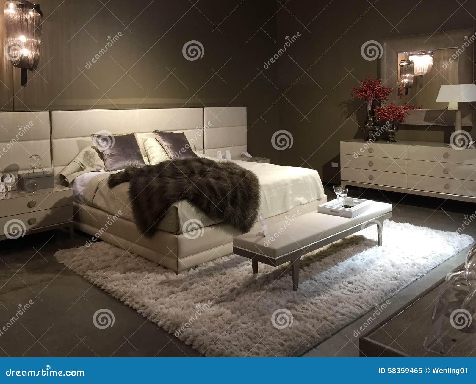 卖在商店的精密卧室家具