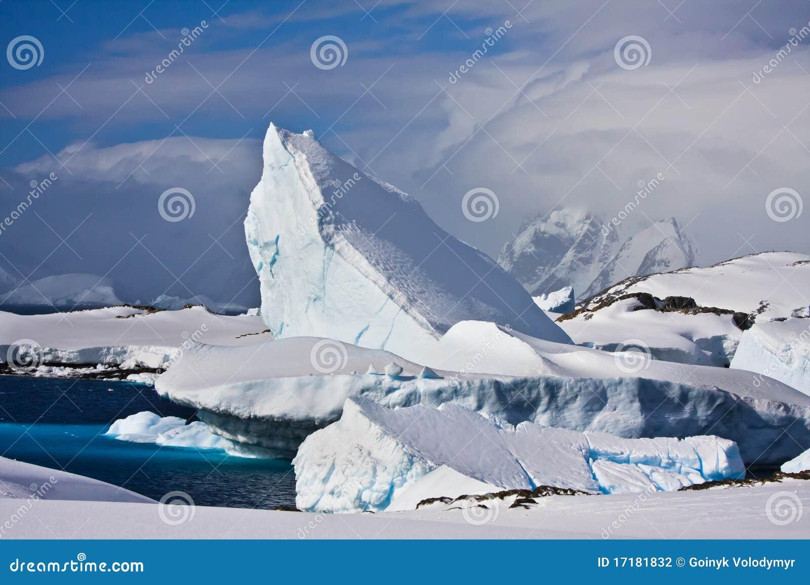 南极洲巨大的冰山