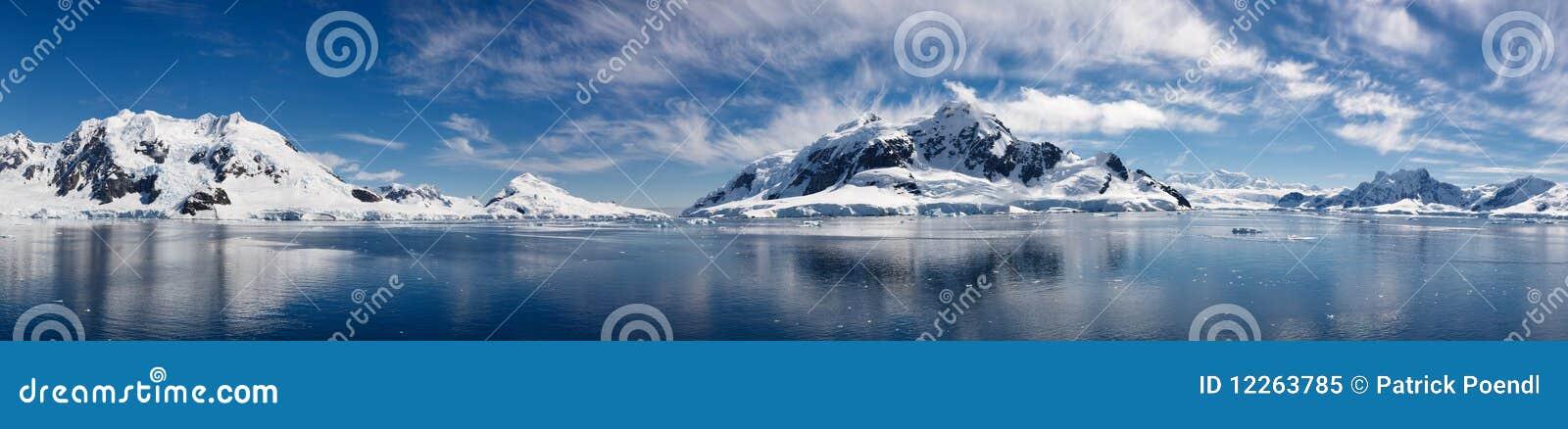南极洲海湾冰冷的庄严天堂妙境
