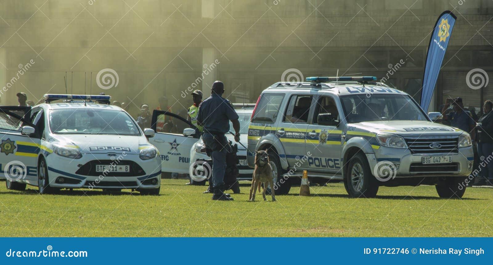 南非警署-辩论术单位在现场