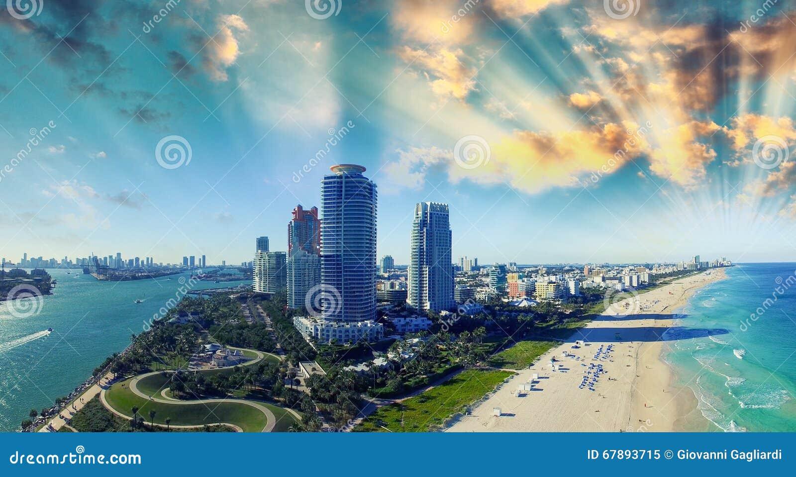 南Pointe公园和海岸-迈阿密海滩鸟瞰图,小花