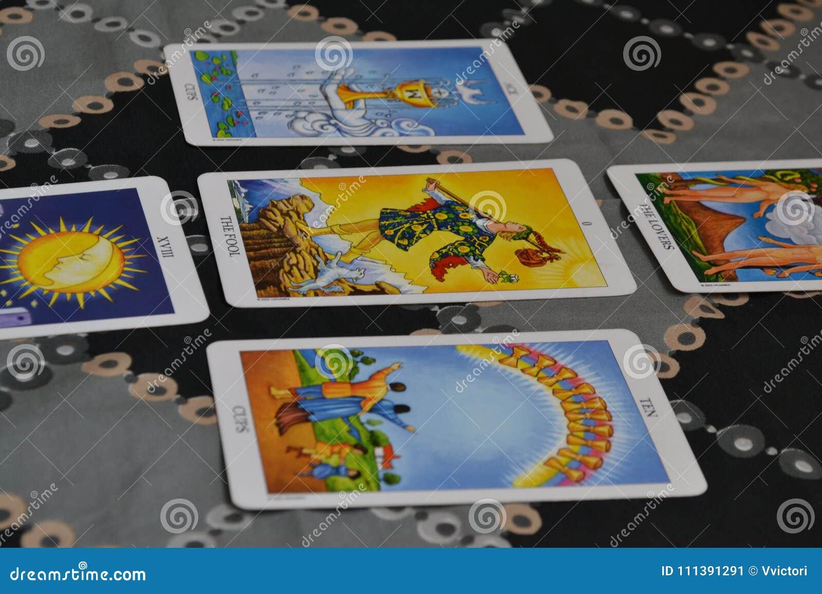 占卜用的纸牌五卡片塔罗牌传播