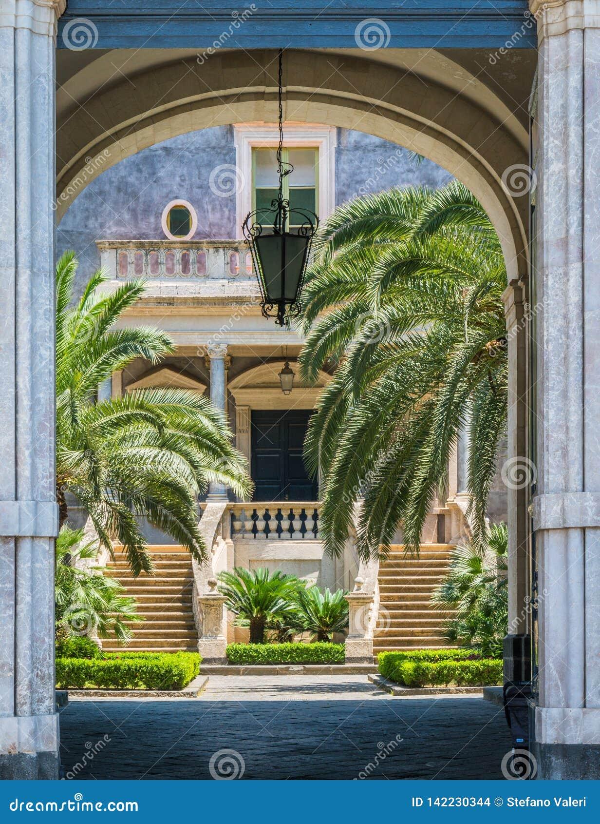 卡塔尼亚,西西里岛,意大利南部大学庭院