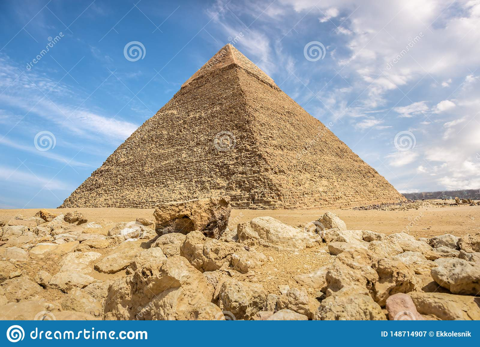 卡夫拉金字塔和石头