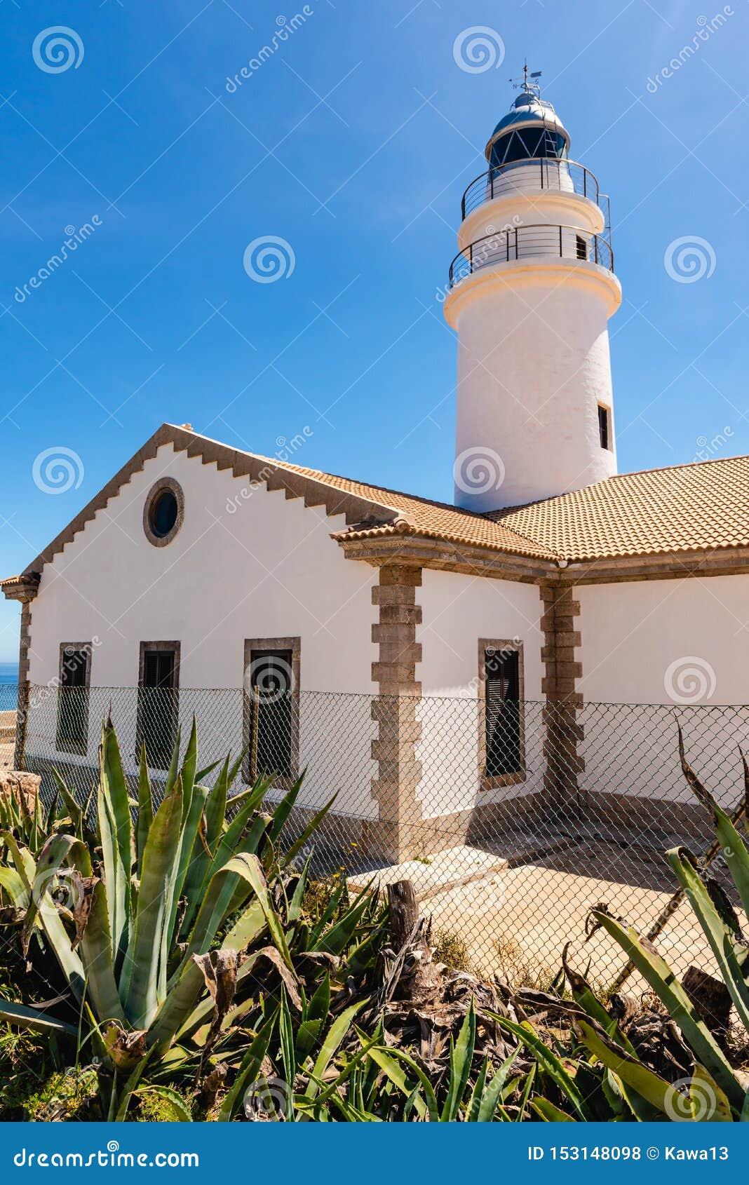 卡普德佩拉灯塔位于最东部问题的马略卡,其中一座在海岛上的最象征的灯塔