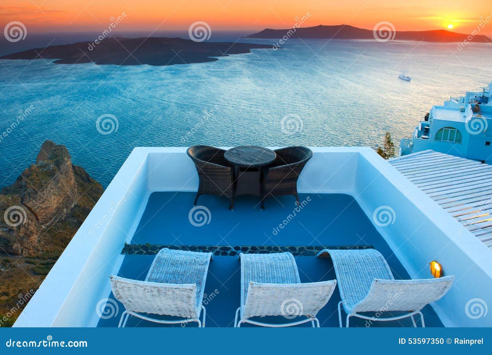 卡美尼岛海岛日落视图在圣托里尼,希腊