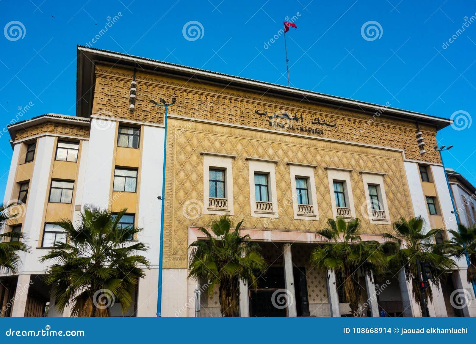 卡萨布兰卡,摩洛哥- 2018年1月11日:银行在卡萨布兰卡街道的Al马格里布大厦看法