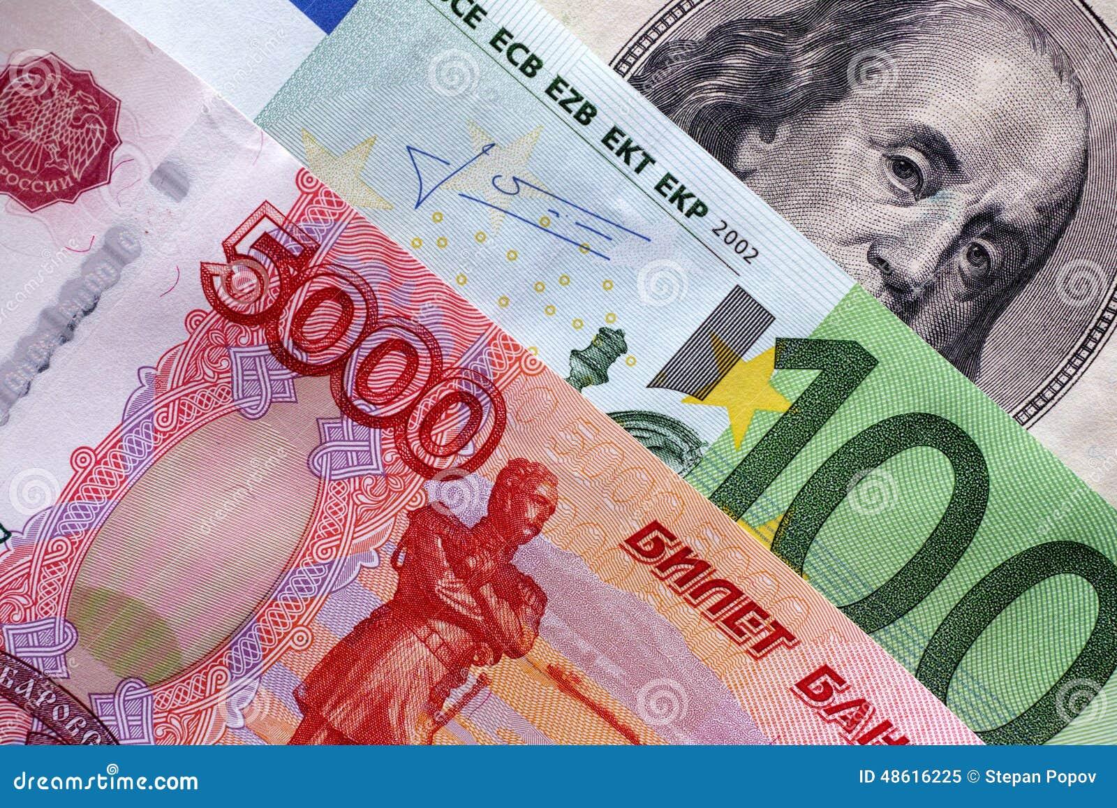五千卢布,一百欧元,一百美元 特写镜头.图片