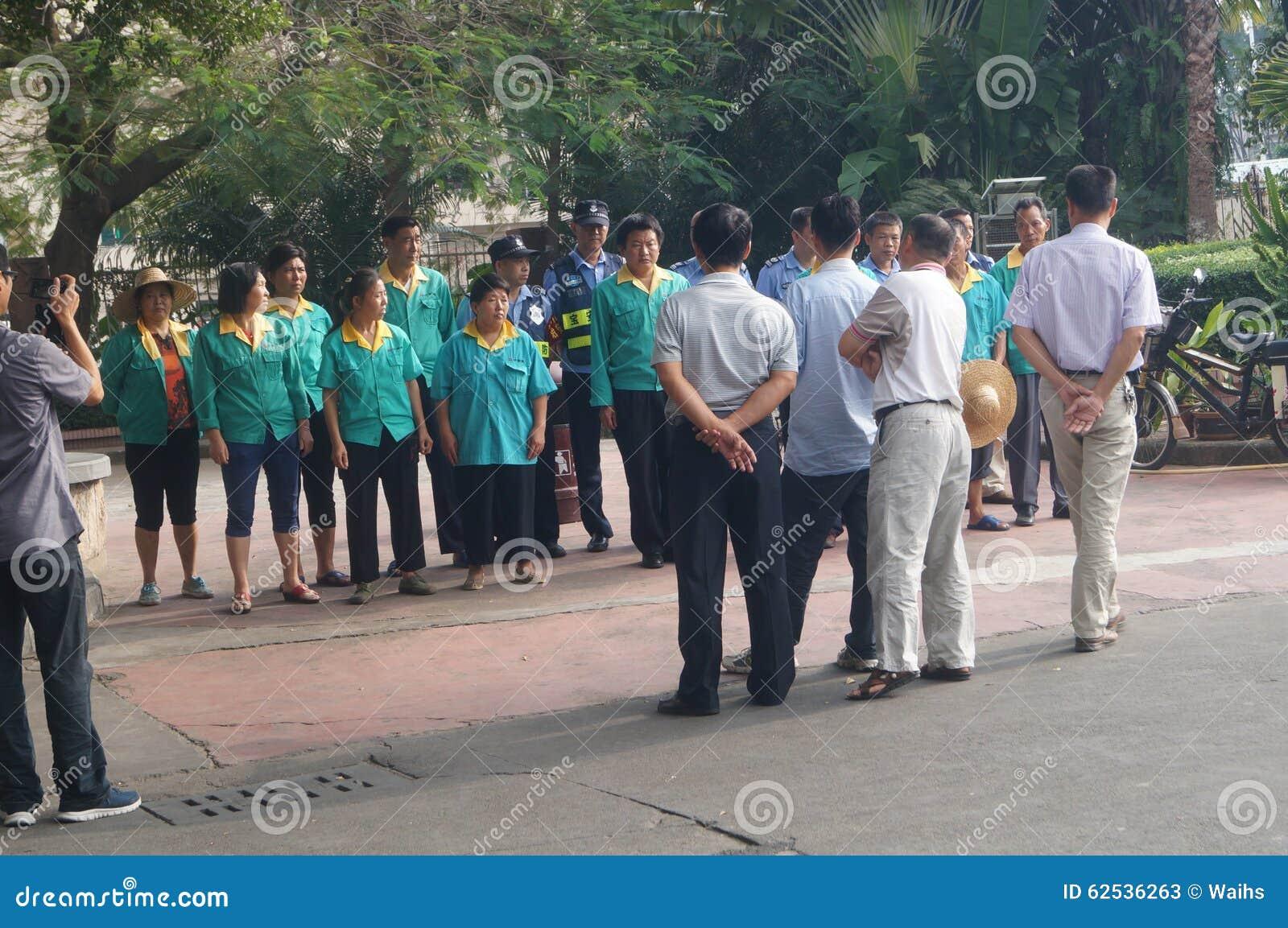 卫生工作者和被设置的治安警卫