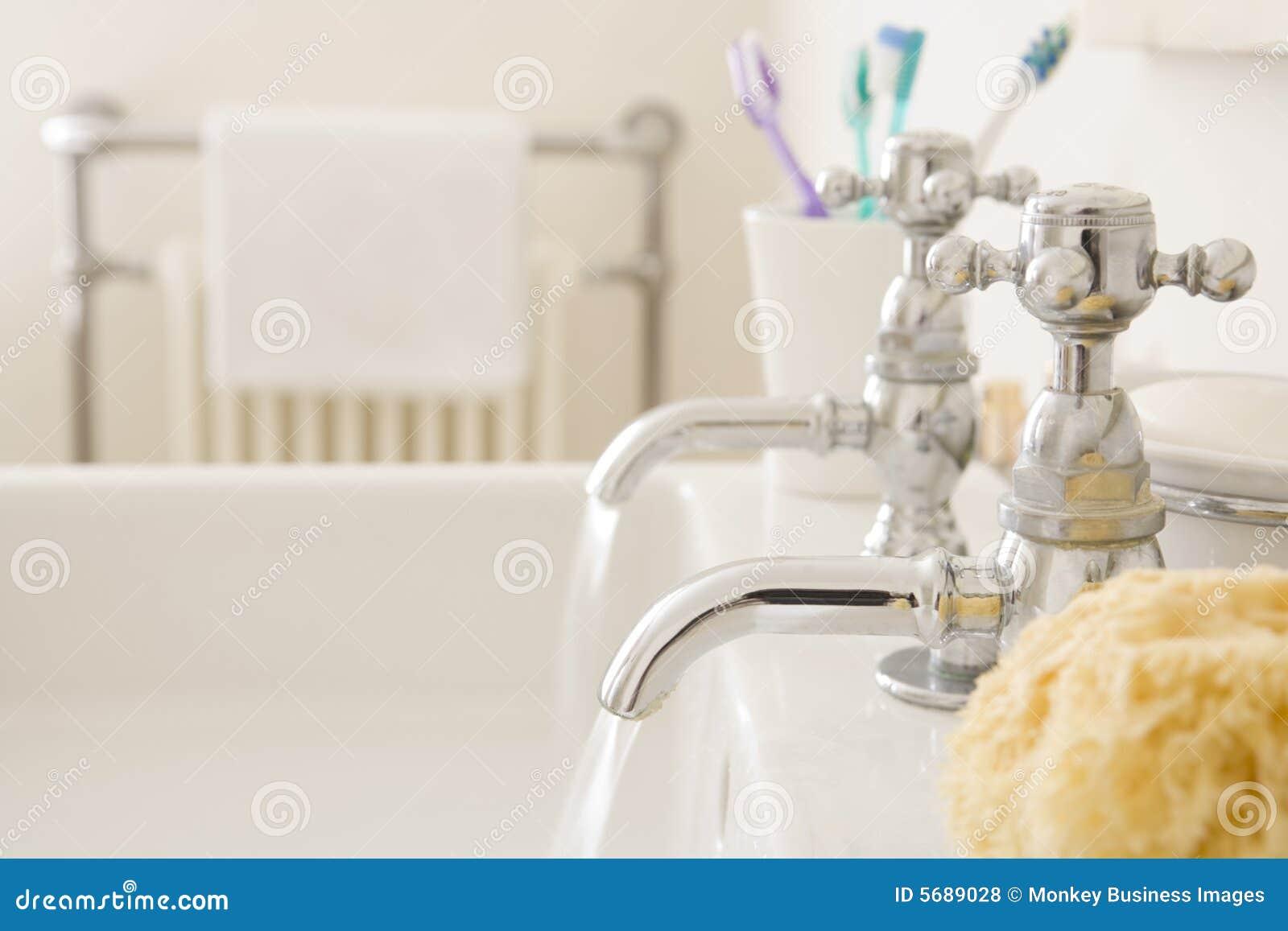 卫生间连续水槽