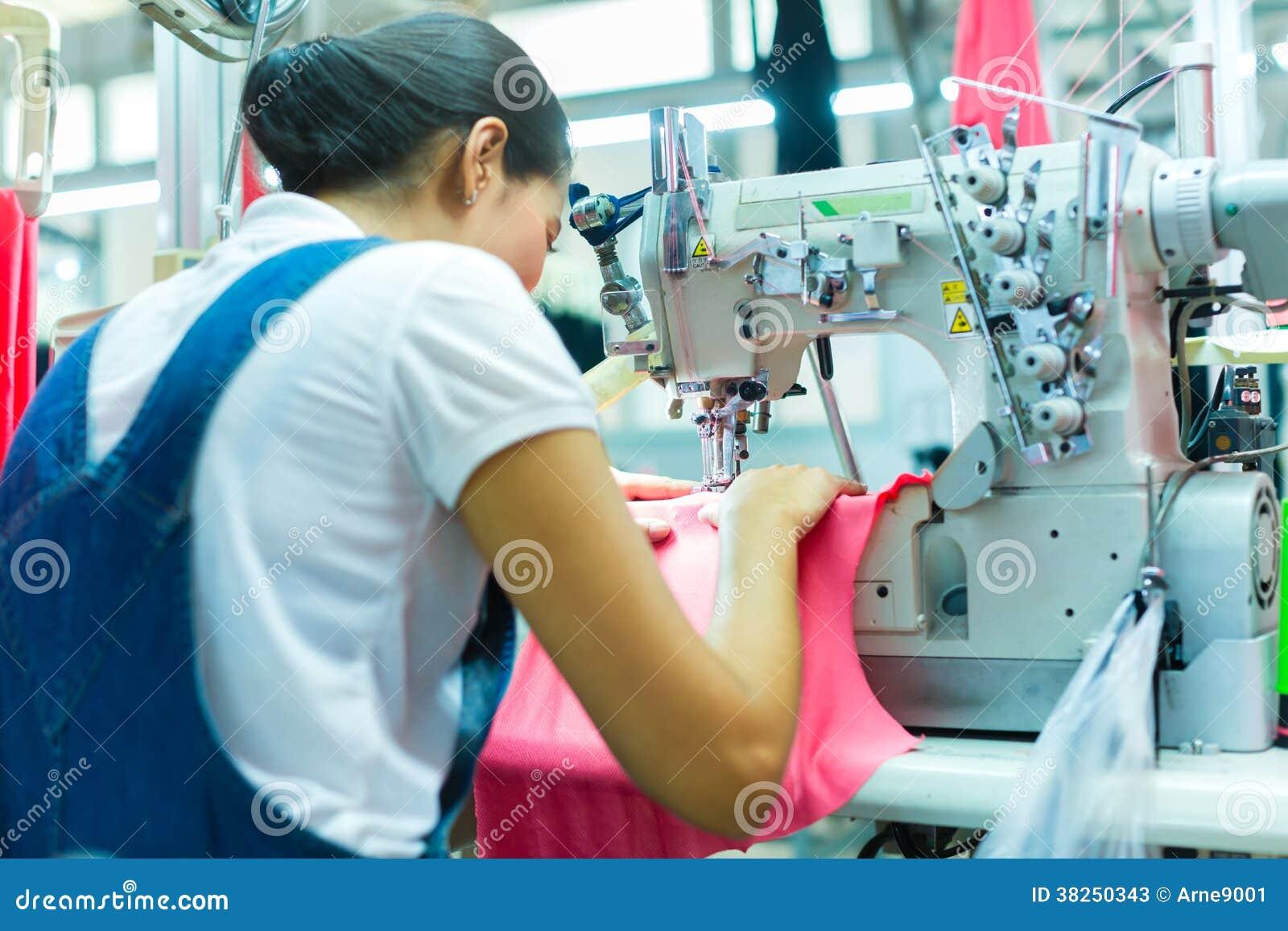 印度尼西亚裁缝在亚洲纺织品工厂