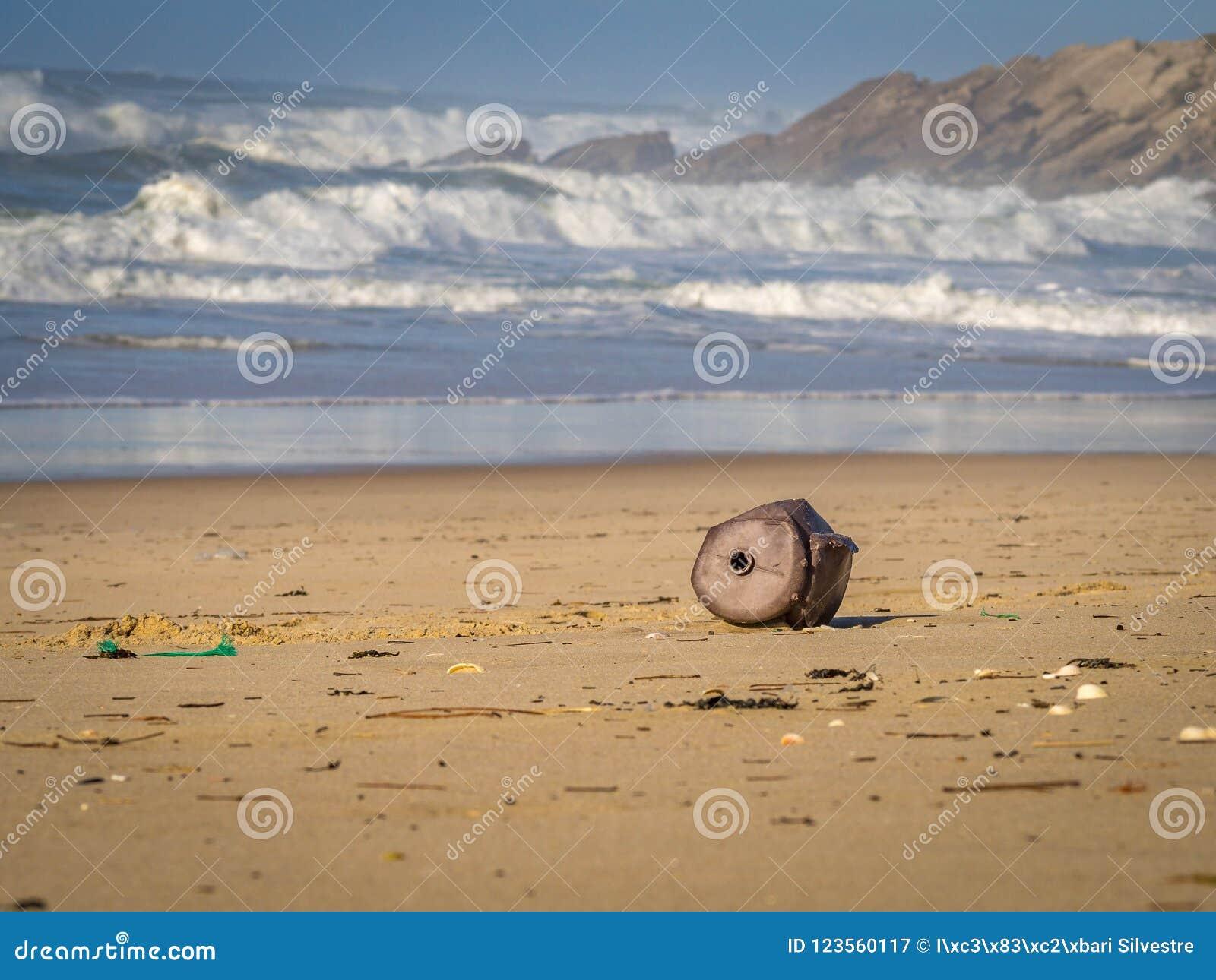 危机生态学环境照片污染 海滩污染 老,被腐蚀的纬向条花