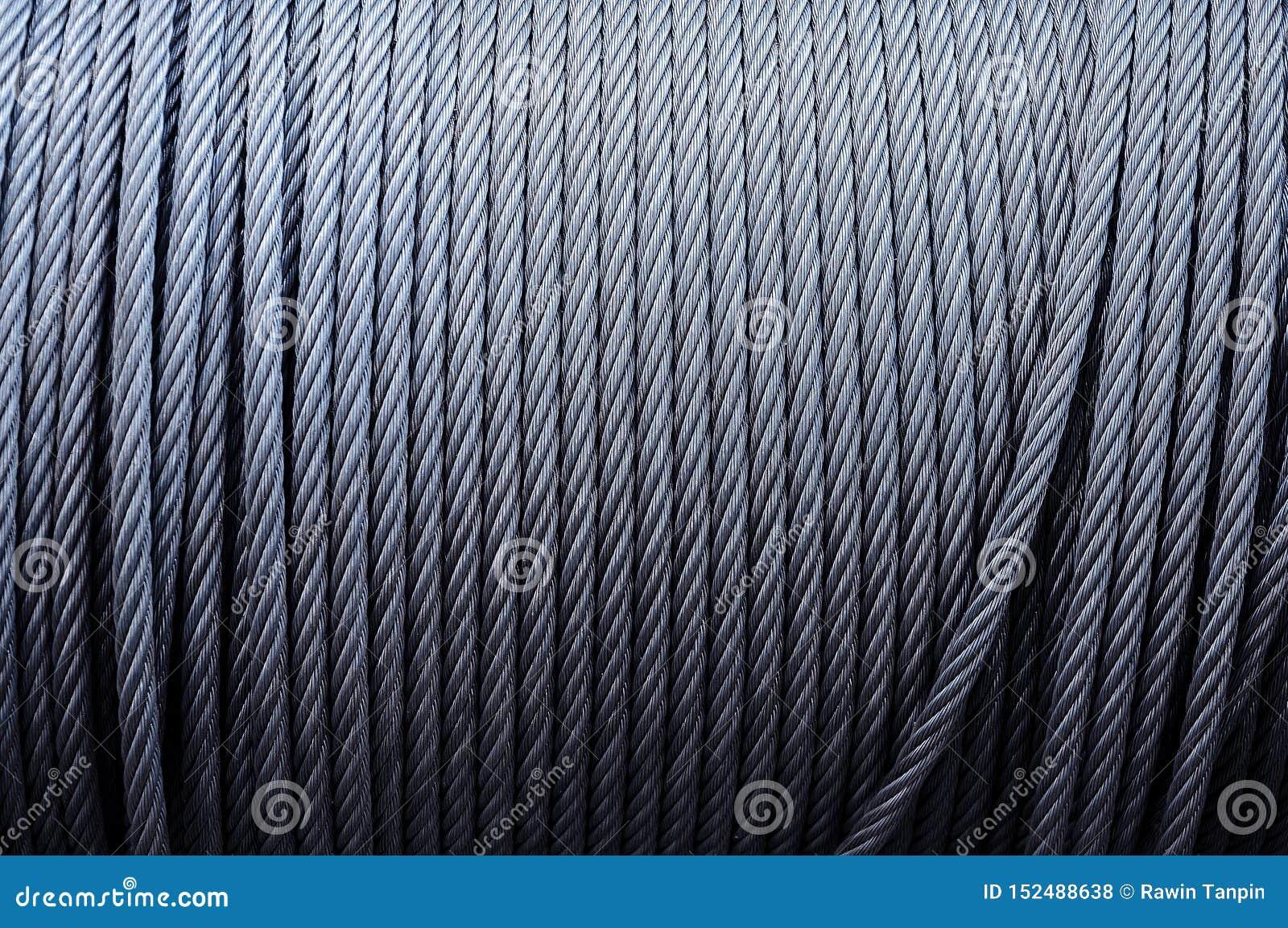 卷起工业缚住 被镀锌的金属缆绳背景在绞盘的