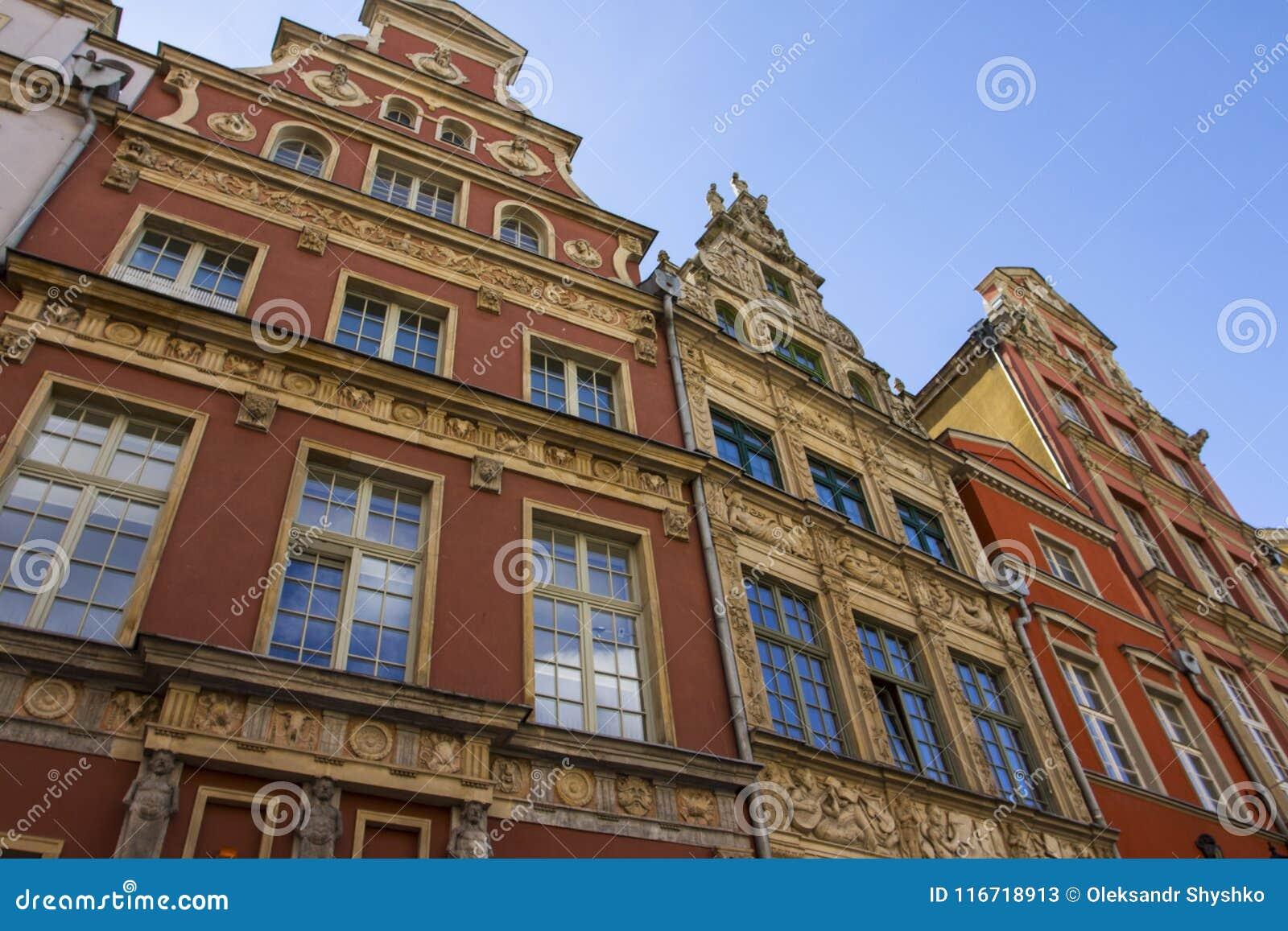 历史建筑美丽的五颜六色的门面在老镇格但斯克 波兰