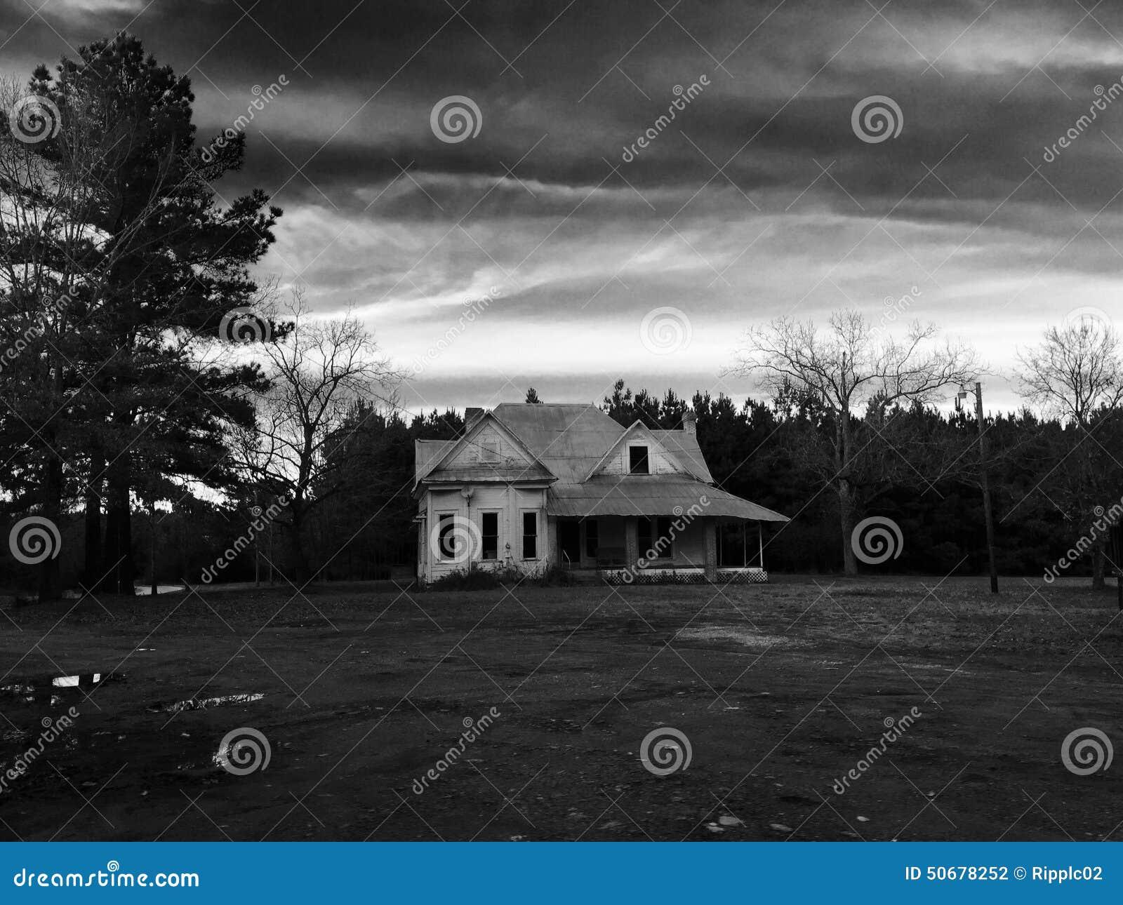 Download 历史房子 库存照片. 图片 包括有 房子, 历史记录, 葡萄酒, 非常, 反气旋, 对比, 布琼布拉, 拱道 - 50678252
