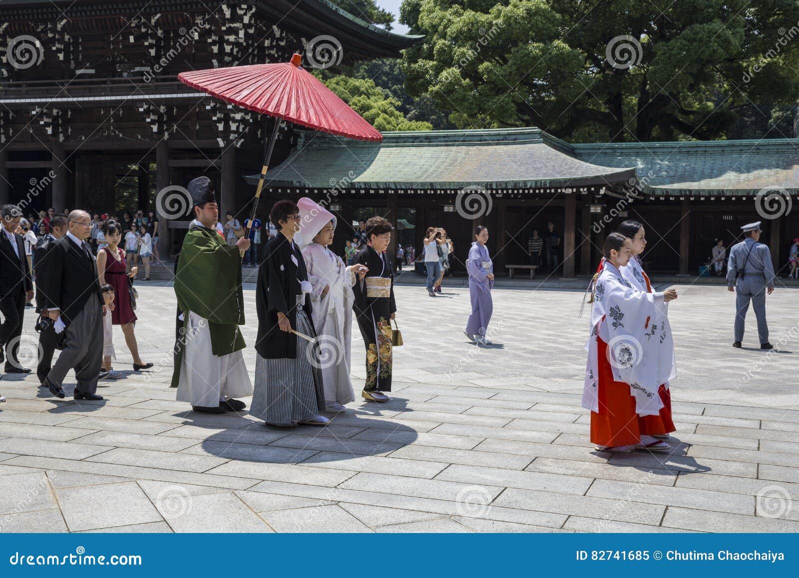 原宿,东京- 2015年7月:一个典型的婚礼的庆祝蜡膜