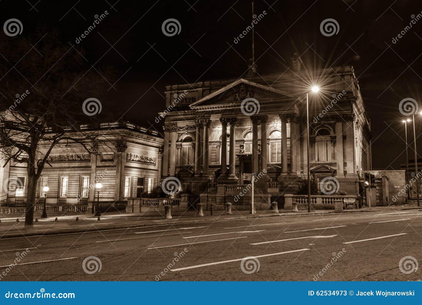 县会议议院在夜之前