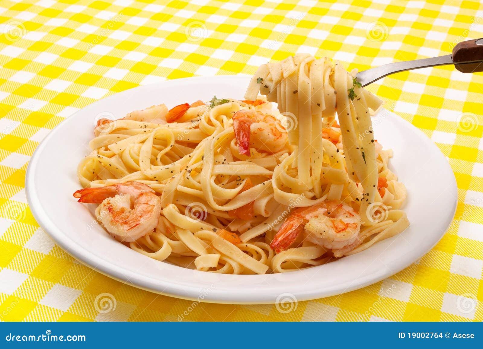 叉子意大利面食虾