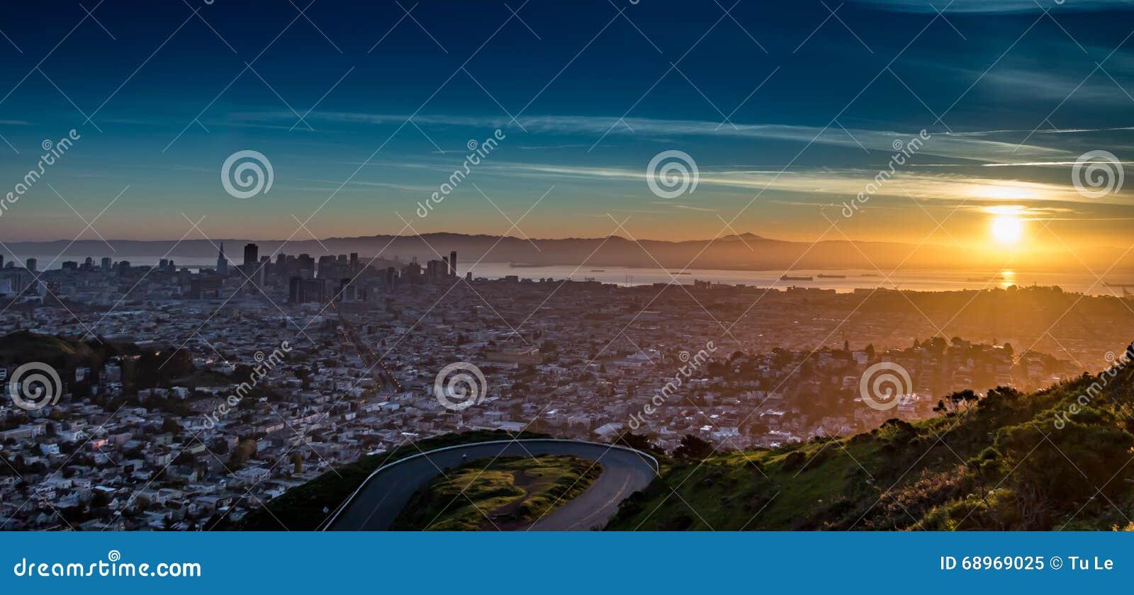 从双峰顶的顶端日出-旧金山