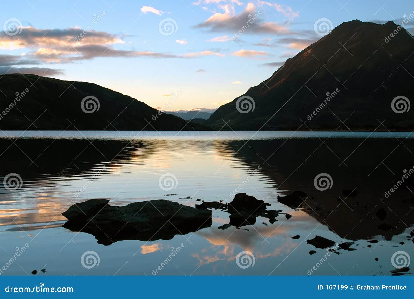 反射性的湖