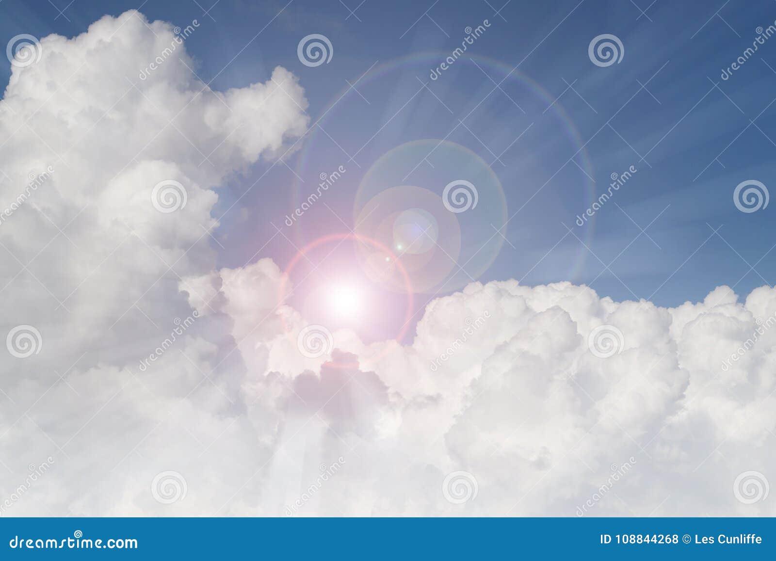 发光在云彩的太阳